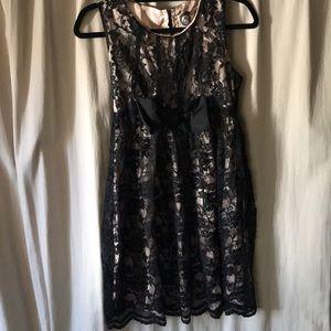 Forever 21 Sleeveless Black Lace Dress